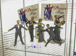 dance-for-you-statues