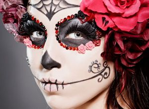 female-Halloween-extravagant-makeup